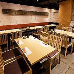4名様掛けのテーブル席