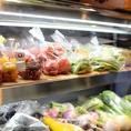 地元の農家さんの野菜や果物を店頭にて販売しております。