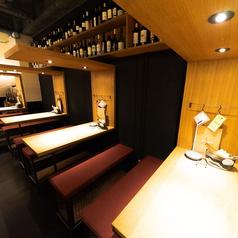 【1F】テーブル席は2名~4名様利用がオススメ♪フロア貸切OK!テーブル席+カウンター席合わせて最大26名様までご利用可能です★詳細はお店にご相談ください!