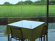 4人掛けのテーブル(窓際1)