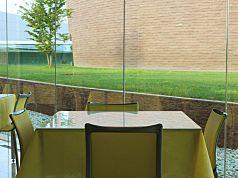 4人掛けのテーブル(窓際2)