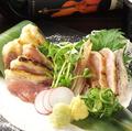 料理メニュー写真うなま山地鶏タタキ