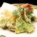 料理メニュー写真鮮魚と旬野菜の天ぷら~山椒塩と天つゆで~