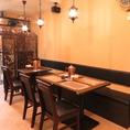テーブル席は可動式で様々なご人数にご対応可能です。