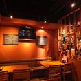 柔らかい照明の、リゾート感あふれる店内