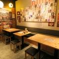 店内は、お一人様からグループまで誰にでも気軽に立ち寄ってもらえるよう昭和の大衆酒場を現代風にアレンジ。