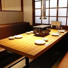 テーブル席は全てボックス席になっております。