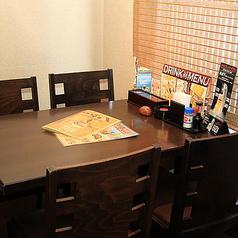 使い勝手の良いテーブル席。