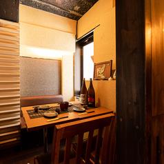 フロアや隣の個室を壁と扉で仕切られた完全個室は、居心地の良い空間を演出。女子会や合コン、デートにも最適です。