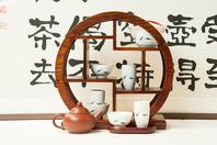 台湾茶具で装飾された店内