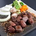 <肉VS肉!?>飲み放題付きコースのメインはお好みの調理法がお選びいただける国産肉料理となっております!中でもオススメっは和牛をたっぷりと使用したステーキと肉寿司のメイン♪それぞれシンプルな食べ方ながらも素材の味が光る逸品です!贅沢なひとときをお楽しみくだい!