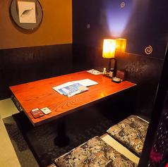 【4名様】京の町家をイメージした、華やかながら落ち着いて寛げる店内です。丁寧に仕上げられた京料理をごゆっくりお楽しみください。お料理をご堪能いただける飲み放題付コースも3500円からご用意いたしておりますので併せてご利用くださいませ♪