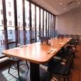 テラス席も8名様以上で貸切可能(最大16名)。扉を閉めきれば個室としてもご利用いただけます。