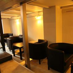 【テーブルソファ席】2名様やお1人様に最適!成都のゆったりくつろげるテーブル席☆中華料理屋とは思えぬラグジュアリー空間♪
