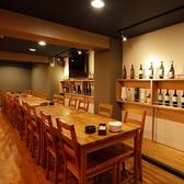 少人数でご利用いただけるテーブル席もご用意しております。気の合う仲間とご一緒に、本格派の鉄板焼きを是非ご堪能ください。鉄板焼きによく合うワインやその他のお酒もご用意しておりますので、是非お申し付けください。
