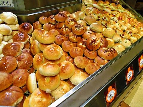 自家製生パスタをはじめ、イタリアンと焼きたてのパンが食べ放題で大満足できるお店!