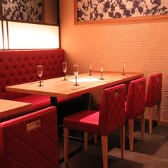 奥のテーブル席は大人数も対応!人数に応じてご利用ください。