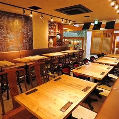 テーブル席は3~4名様のお客様におすすめです。その他、人数に応じてお席を作成しますので事前にご相談ください。