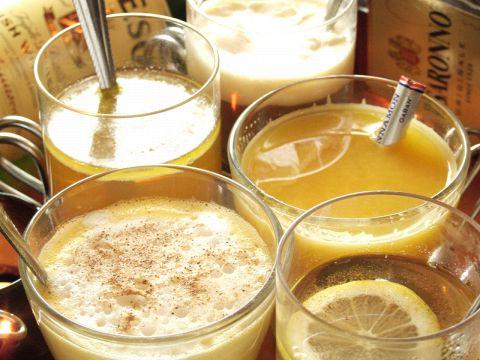 数百種の洋酒と落ち着いた雰囲気のカウンターバー、BGMにこだわり!