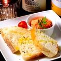 料理メニュー写真サーモンのクリームディップ/自家製ピクルス