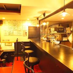 落ち着いた雰囲気が◎女性の方にも食べやすく半地下のカウンター席用意してます♪