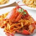 料理メニュー写真オマール海老とフレッシュトマトソースのリングイーネ
