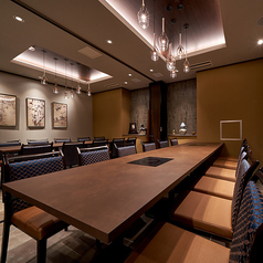 宴会席 最大22名様までご一緒に着席いただけます。大規なご宴会のご予約は店舗まで直接お電話でお問い合わせください。 TEL 052-211-7888