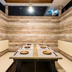 鶏&チーズバル ToRichi トリッチ 三宮店の雰囲気1