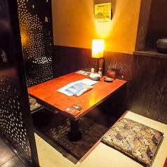 【2名様】落ち着いた雰囲気の掘りごたつ席はデートにもおすすめです。合コンさ接待に最適な6名様席や、20名様での宴会にも対応可能な宴会個室、最大90名様まで可能な貸し切り宴会など様々なシーンでご利用いただける雰囲気抜群の居酒屋です。厳選された日本酒と丁寧に仕上げられた京料理でおもてなしさせていただきます♪