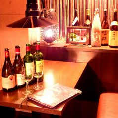 ワインやレア焼酎が並ぶ特等席