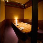間接照明のやわらかな光が心地よいテーブル個室は、4~6名様までご着席可能。プライベート感満載のオシャレなお部屋は、誕生日・記念日のお祝い、接待などに最適です。周囲を気にせずゆったりお過ごしいただけますので、お子様連れのご家族にもおすすめ。