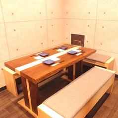 テーブルをくっつけて12名様までOK!中小宴会・会社宴会にどうぞ。席が限られていますのでご予約はお早めに!