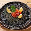 料理メニュー写真イカスミの鉄板パエリア ※3人前から