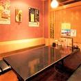 【接待向きの席】接待に、デートに、宴会にぴったりのテーブル席もご用意しております。6名様までご利用可能となっておりますので、ご友人同士の飲み会やカップルのお客様のディナー、そして接待のお席としても大活躍いたします。