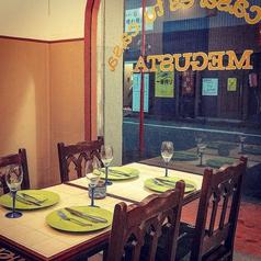 広々のテーブル席は2から4名様にご利用いただけます。新感覚の肉バル『MEGUSTA』!