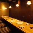 【10名様用完全個室】女子会や合コン、友人や同僚との飲み会などにオススメの完全個室です。柔らかいな照明に照らされ、ゆったりくつろげる個室で会話やお食事をお楽しみください♪鮮や一夜では豊富なドリンクメニューをご用意。イチオシの日本酒は味わいも種類も様々な銘酒を厳選しておりますので、是非ご賞味ください♪