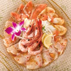 本日の鮮魚のカルパッチョ3種盛り合わせ燻製オリーブオイル仕立て