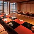 【広々個室】会社帰りの飲み会や女子会にももってこいの広々個室を多数ご用意!また大人数のお客様には最大32名様が入る宴会場もご案内。人数によって障子で仕切らせていただきますので、20名様~要ご相談下さい!川崎で頂く本格和食はうおや一丁川崎砂子店へ♪新鮮な海鮮食材と種類豊富な日本酒に大満足間違いなしです!