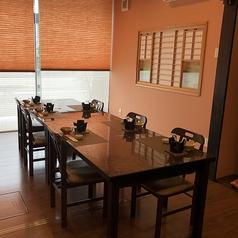 【1階・柚子(ゆず)】板の間、テーブル椅子兼用、2~18名様に対応しております。