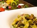 料理メニュー写真ハーブソーセージと森のキノコのシュペッツレジェノベーゼ