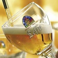 特注ドラフトタワーから注ぐベルギービールをどうぞ!