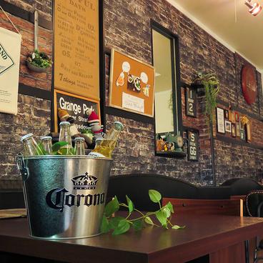 Cafe&Bar Ease カフェアンドバー イーズの雰囲気1