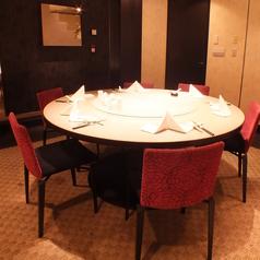 円卓テーブルの完全個室。5~6名様用。個室料無料。