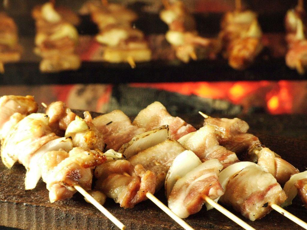 こちらも炭火で焼く真狩産のハーブ豚串!伊達産の鶏串もオススメ♪どちらも1本170円!