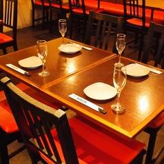 <テーブル席>4名様・6名様・8名様・12名様用のテーブルをご用意しております。