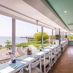 カウンター全席、琵琶湖に面してあり、快適なカウンター席になります。