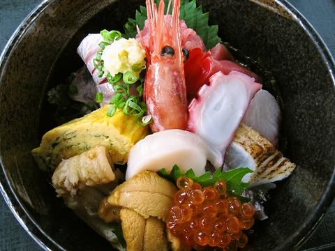昔ながらの味が楽しめる定食屋さん。地元の人も通う海鮮料理の店。