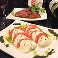 料理メニュー写真NEW!トマトとモッツァレラチーズのカプレーゼ