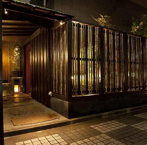 神楽坂の一本裏通り『芸者新路』は都会の喧騒を忘れさせる、京都のような佇まい…