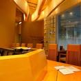 最大8名様まで座れるテーブル席となっております。デートや記念日など特別な日におすすめのお席となっております。当店では日本酒はもちろん、ワインなどもご用意しておりますので、お寿司や逸品料理をつまみながら乾杯なんていかがでしょうか?